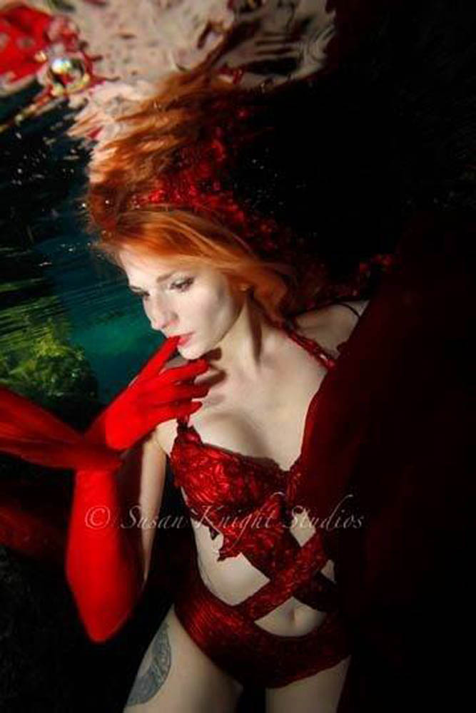 The Mermaid Atlantis - Red Glove